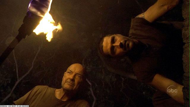 Locke y Jack abren la escotilla