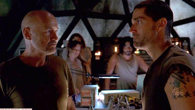 Lost Jack y Locke en la escotilla