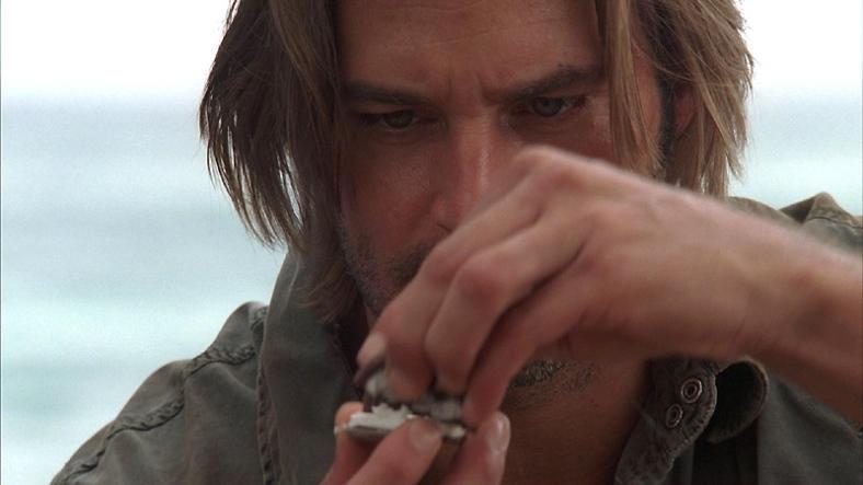 Sawyer pelea con una Oreo. 'Lost' - S02e18 - 'Dave'