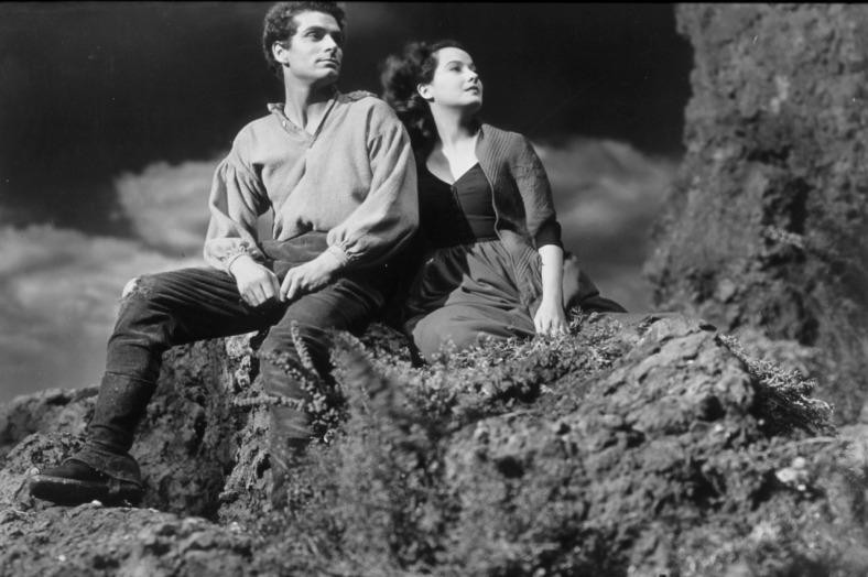 Laurence Olivier y Merle Oberon en la adaptación de William Wyler de 'Cumbres borrascosas' (1939).