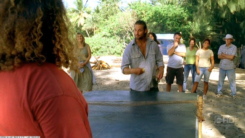 Lost Rewatch s03e11 - Sawyer y Hurley juegan al ping-pong