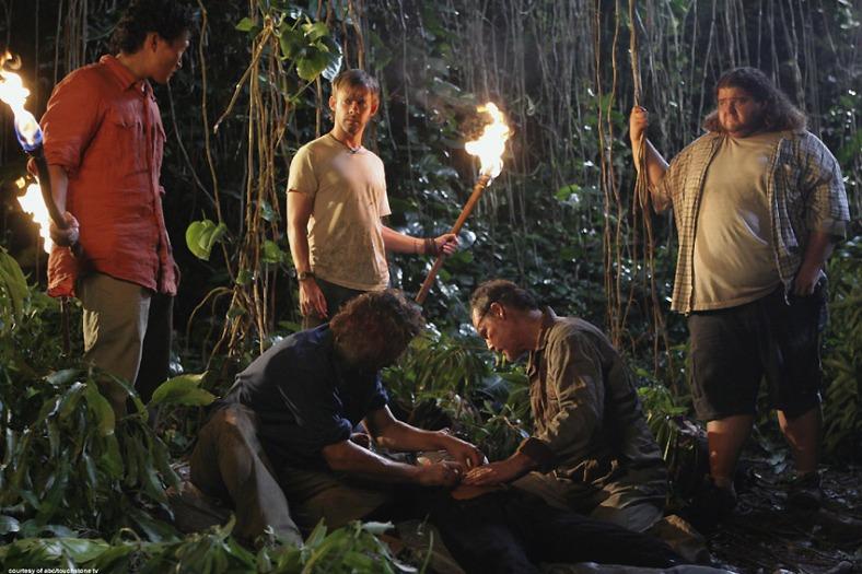 Lost Rewatch - S03E18 - Jin, Desmond, Charlie, Hurley, Naomi y Mikhail